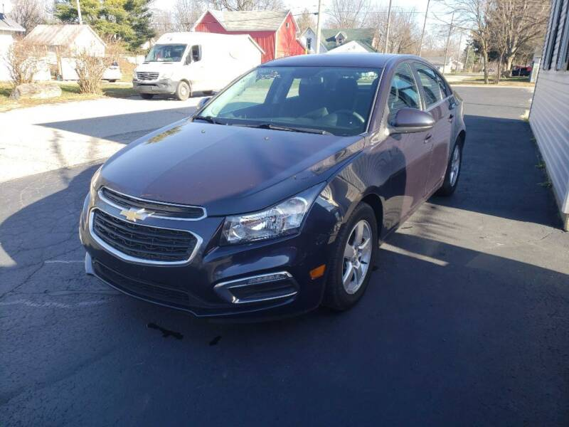 2015 Chevrolet Cruze for sale at The Car Mart in Milford IN