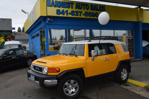 2007 Toyota FJ Cruiser for sale at Earnest Auto Sales in Roseburg OR