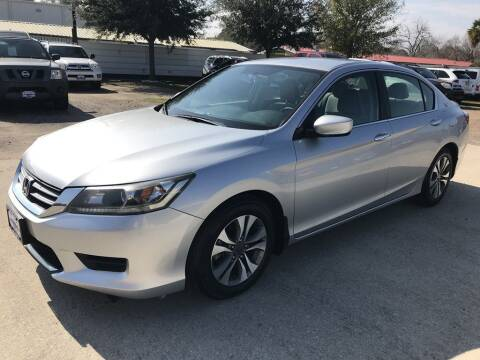 2013 Honda Accord for sale at AMIGO USED CARS in Houston TX