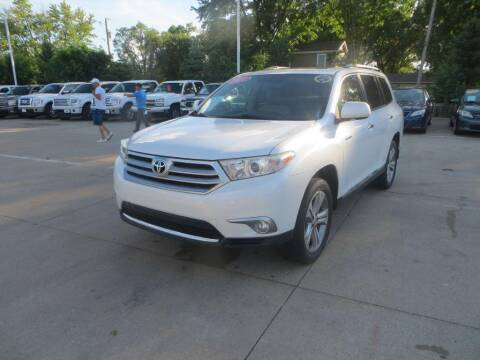 2011 Toyota Highlander for sale at Aztec Motors in Des Moines IA