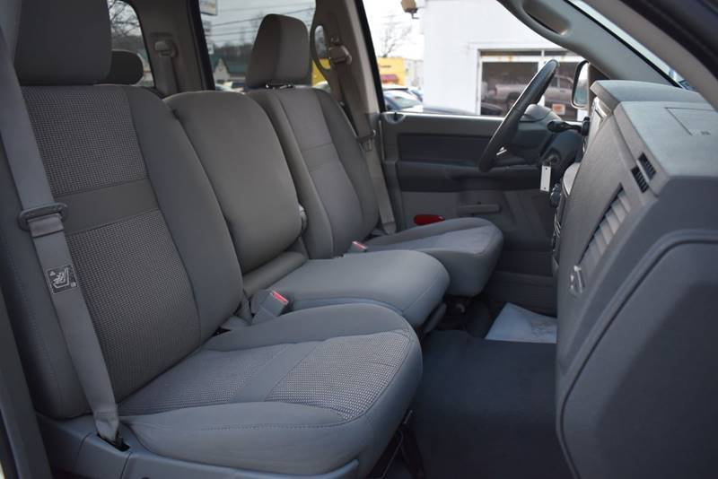 2007 Dodge Ram Pickup 1500 SLT 4dr Quad Cab 4WD LB full