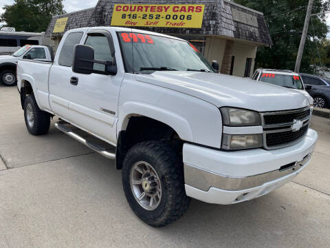 2007 Chevrolet Silverado 2500HD Classic for sale at Courtesy Cars in Independence MO