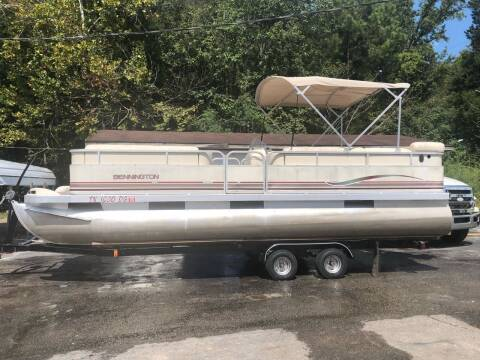 2001 Bennington 228L for sale at Monroe Auto's, LLC in Parsons TN