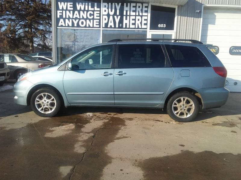 2006 Toyota Sienna for sale at STERLING MOTORS in Watertown SD