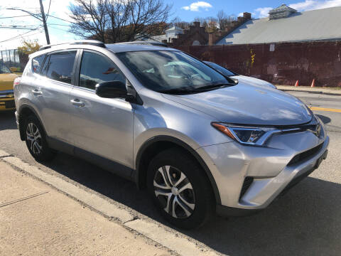 2018 Toyota RAV4 for sale at Deleon Mich Auto Sales in Yonkers NY