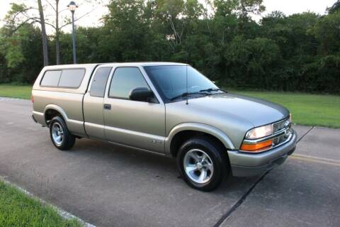 2000 Chevrolet S-10 for sale at Clear Lake Auto World in League City TX