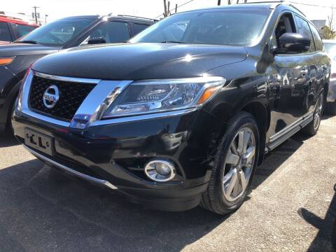2013 Nissan Pathfinder for sale at OFIER AUTO SALES in Freeport NY