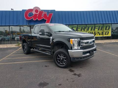 2017 Ford F-250 Super Duty for sale at CITY SELECT MOTORS in Galesburg IL