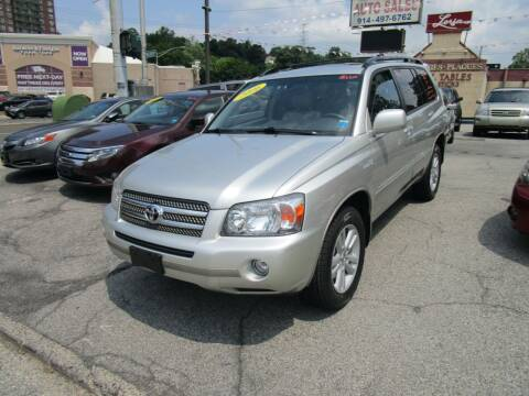 2006 Toyota Highlander Hybrid for sale at Daniel Auto Sales in Yonkers NY