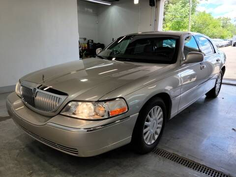 2005 Lincoln Town Car for sale at Redford Auto Quality Used Cars in Redford MI