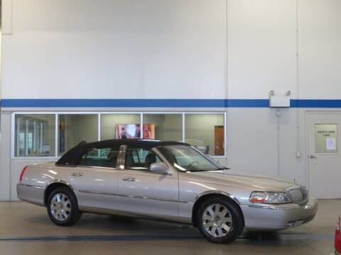 2003 Lincoln Town Car for sale at Terry Lee Hyundai in Noblesville IN