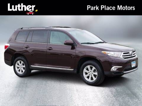 2012 Toyota Highlander for sale at Park Place Motor Cars in Rochester MN
