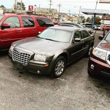 2009 Chrysler 300 for sale at Glacier Auto Sales in Wilmington DE