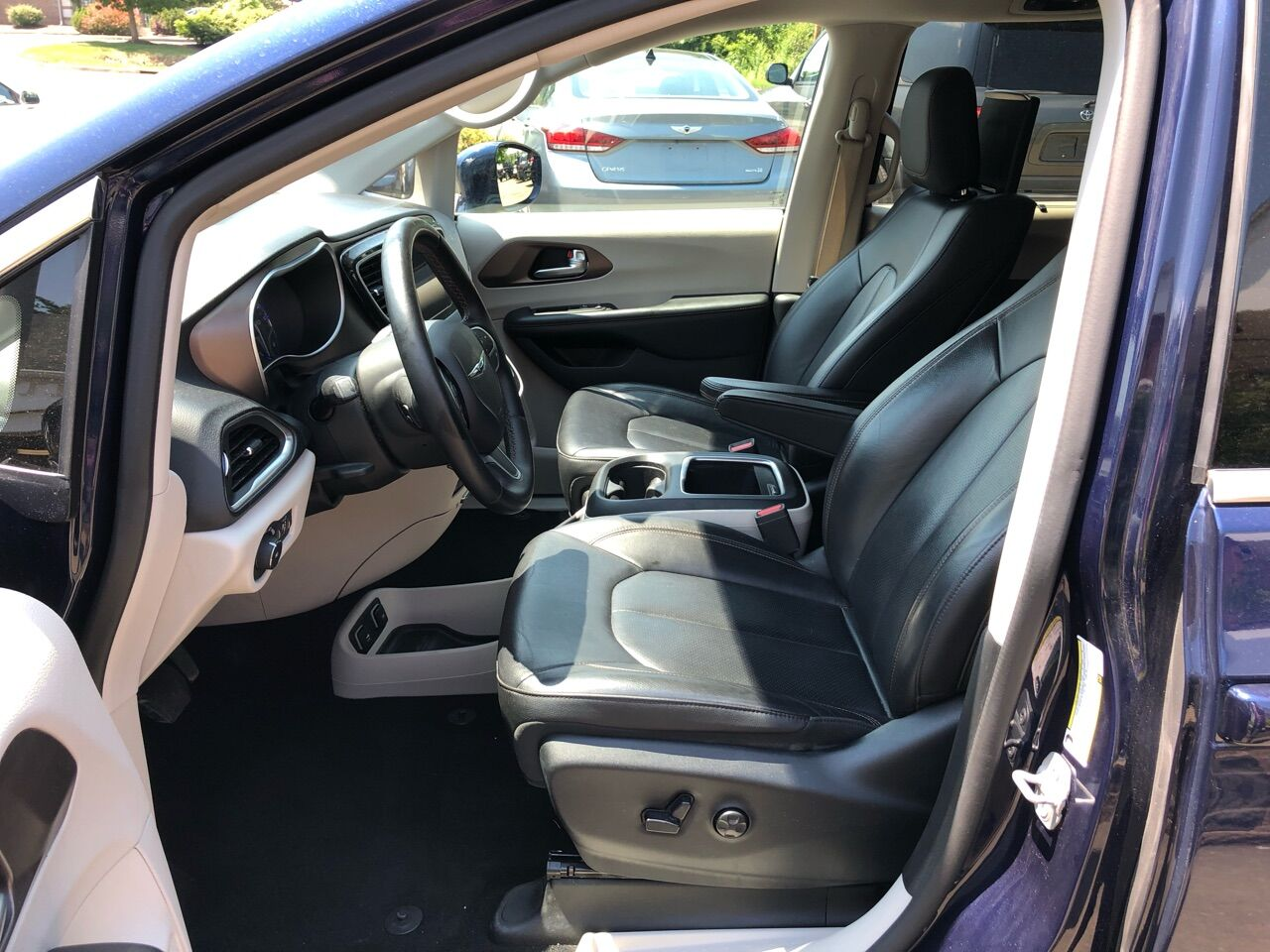 2018 Chrysler Pacifica Mini-van, Passenger