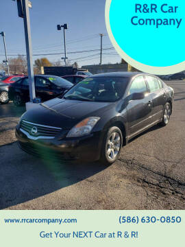 2009 Nissan Altima for sale at R&R Car Company in Mount Clemens MI