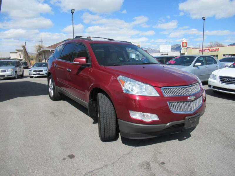 2009 Chevrolet Traverse for sale at Crown Auto in South Salt Lake City UT