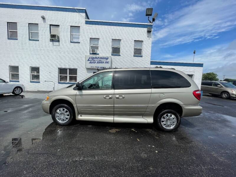 2005 Chrysler Town and Country for sale at Lightning Auto Sales in Springfield IL