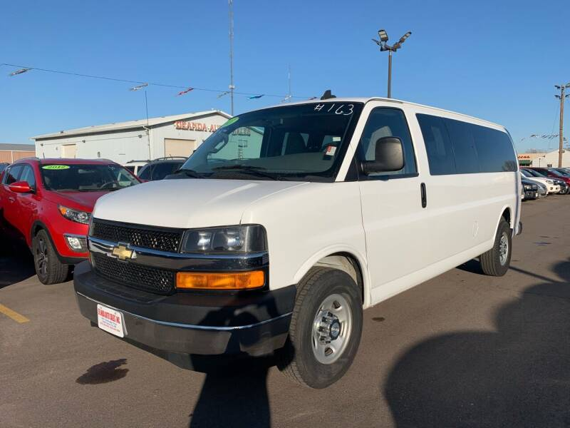 2017 Chevrolet Express Passenger for sale at De Anda Auto Sales in South Sioux City NE
