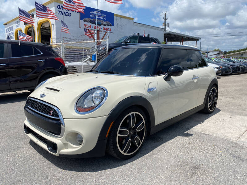 2015 MINI Hardtop 2 Door for sale at INTERNATIONAL AUTO BROKERS INC in Hollywood FL