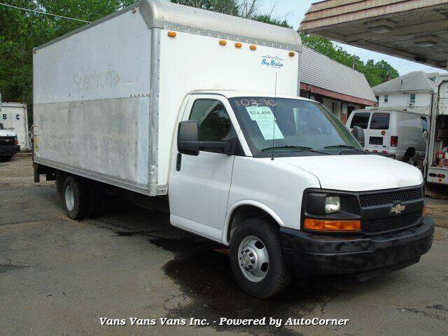 2009 Chevrolet Express Cutaway for sale at Vans Vans Vans INC in Blauvelt NY