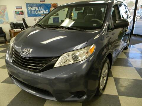 2013 Toyota Sienna for sale at Lindenwood Auto Center in St.Louis MO