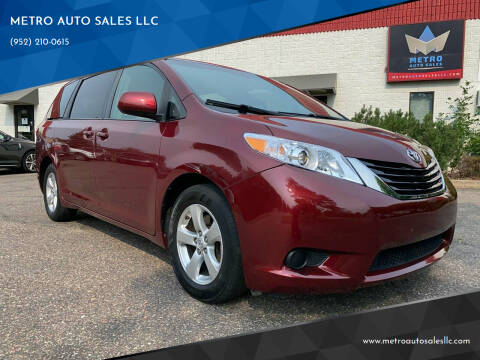 2016 Toyota Sienna for sale at METRO AUTO SALES LLC in Blaine MN