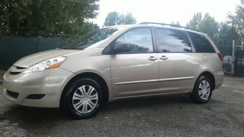 2007 Toyota Sienna for sale at Car Guys in Kent WA