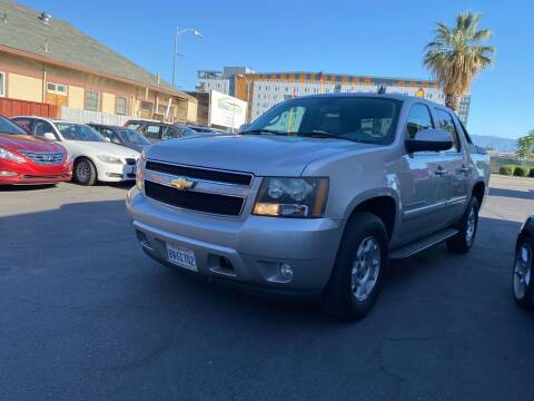 2007 Chevrolet Avalanche for sale at Ronnie Motors LLC in San Jose CA