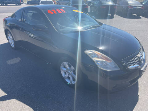 2008 Nissan Altima for sale at BELOW BOOK AUTO SALES in Idaho Falls ID