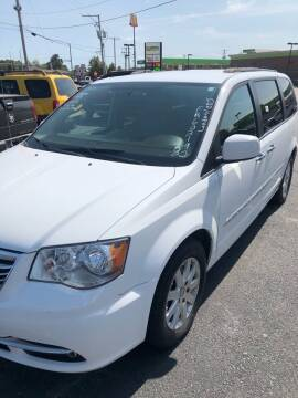 2015 Chrysler Town and Country for sale at BRYANT AUTO SALES in Bryant AR