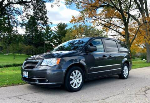 2016 Chrysler Town and Country for sale at Knowlton Motors, Inc. in Freeport IL