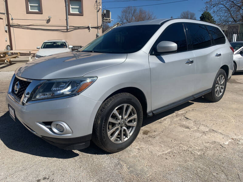 2013 Nissan Pathfinder for sale at Triangle Auto Sales in Omaha NE