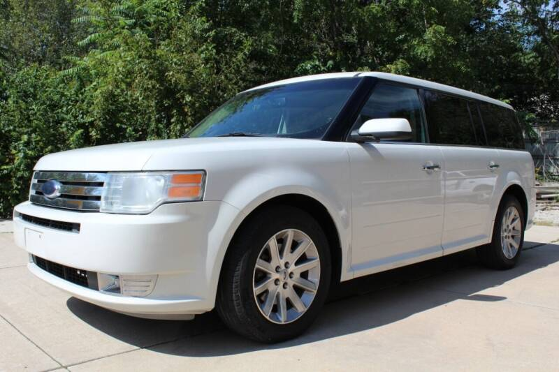 2009 Ford Flex for sale at CHIPPERS LUXURY AUTO, INC in Shorewood IL