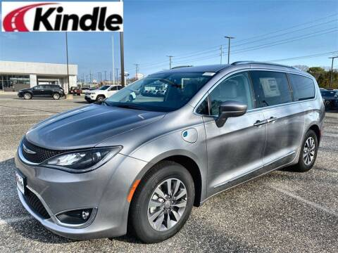 2020 Chrysler Pacifica Hybrid for sale at Kindle Auto Plaza in Middle Township NJ