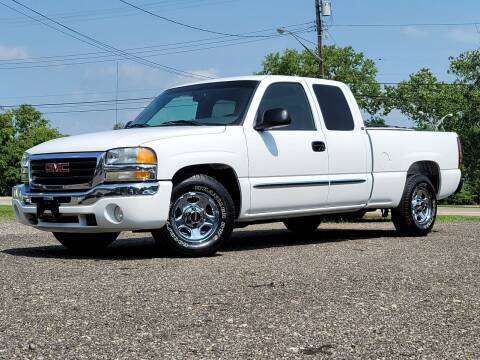 2004 GMC Sierra 1500 for sale at Riverfront Auto Sales in Middletown OH
