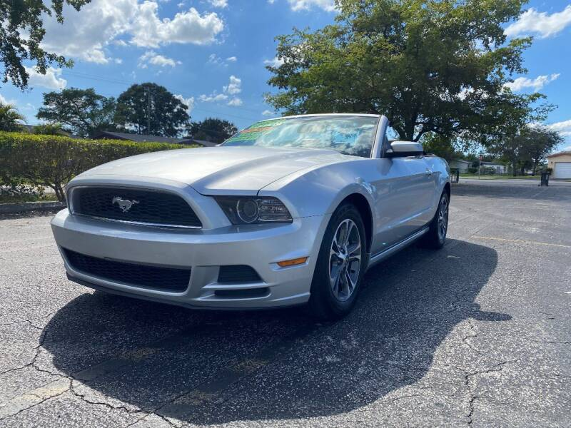 2014 Ford Mustang for sale at Lamberti Auto Collection in Plantation FL