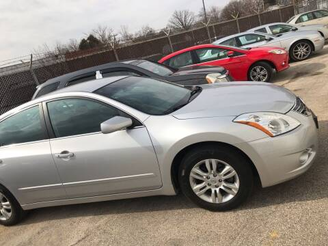 2011 Nissan Altima for sale at Square Business Automotive in Milwaukee WI