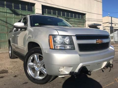 2012 Chevrolet Avalanche for sale at Illinois Auto Sales in Paterson NJ