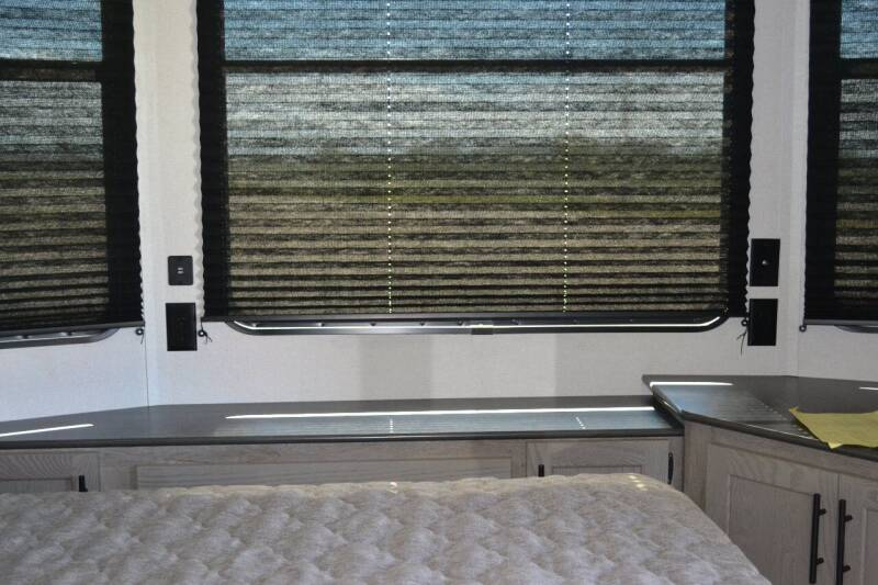 2021 Keystone Residence 401 RDEN  - Lakota ND