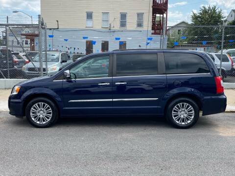 2016 Chrysler Town and Country for sale at G1 Auto Sales in Paterson NJ