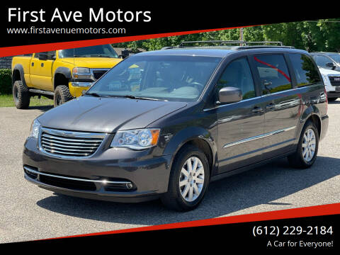 2015 Chrysler Town and Country for sale at First Ave Motors in Shakopee MN