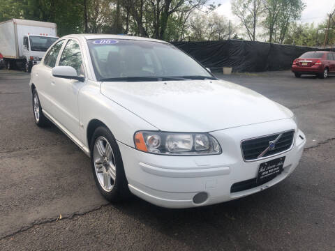 2006 Volvo S60 for sale at PARK AVENUE AUTOS in Collingswood NJ