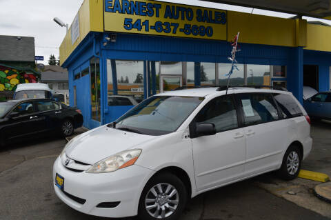 2007 Toyota Sienna for sale at Earnest Auto Sales in Roseburg OR