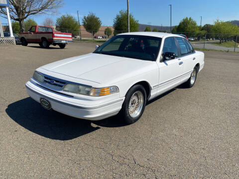 1996 Ford Crown Victoria for sale at Steve Johnson Auto World in West Jefferson NC