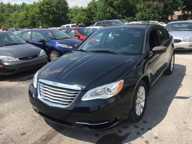 2013 Chrysler 200 for sale at Best Buy Auto Sales in Murphysboro IL