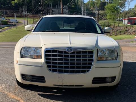 2005 Chrysler 300 for sale at Car ConneXion Inc in Knoxville TN