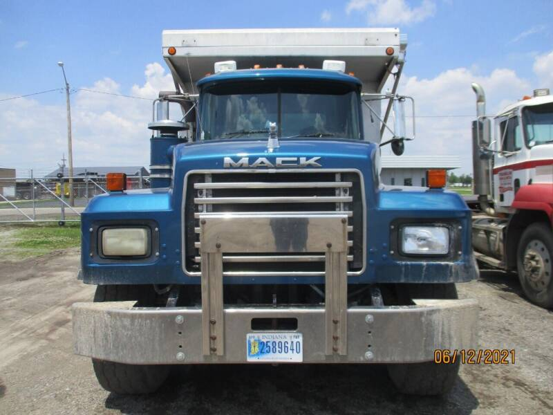 2000 Mack RD688S for sale at ROAD READY SALES INC in Richmond IN