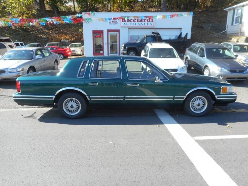 1993 Lincoln Town Car for sale at Ricciardi Auto Sales in Waterbury CT