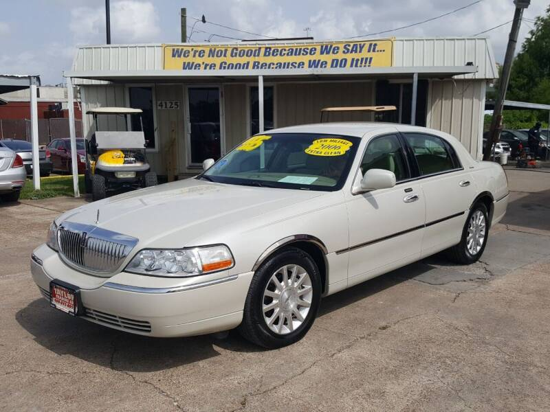 2006 Lincoln Town Car for sale at Taylor Trading Co in Beaumont TX