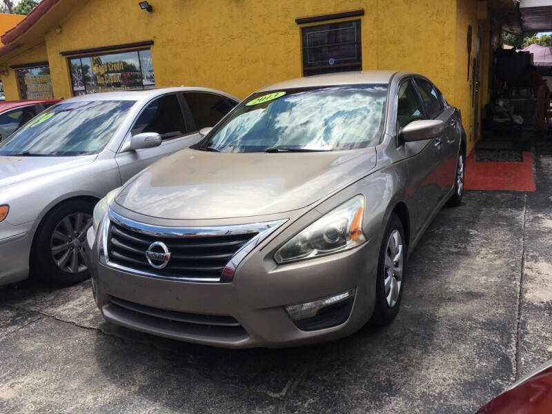 2013 Nissan Altima for sale at Versalles Auto Sales in Hialeah FL